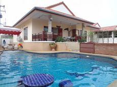 Nice Family Pool Villa In Town