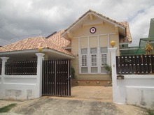 SMALL DETACHED THAI STYLE HOUSE IN TOWN