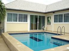 NICE DETACHED POOL HOUSE FOR RENT