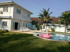 4 Bedrooms Pool Villa In Convenient Location
