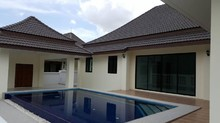 New Pool Villas Close To Golf And Town