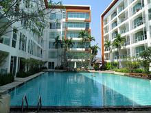 Lovely Pool View Condominium
